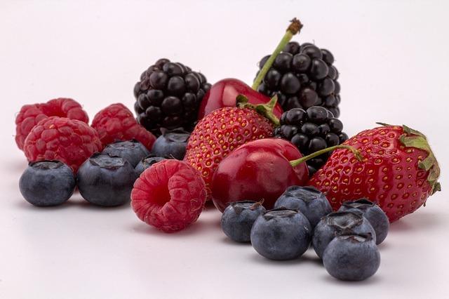 lesní plody ze zahrádky