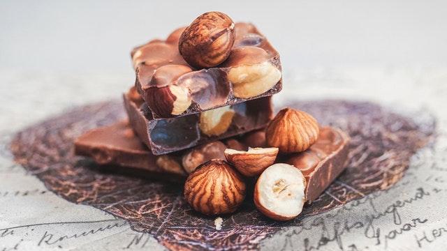 Čokoláda s lískovými oříšky