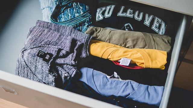 Zásuvka s oblečením
